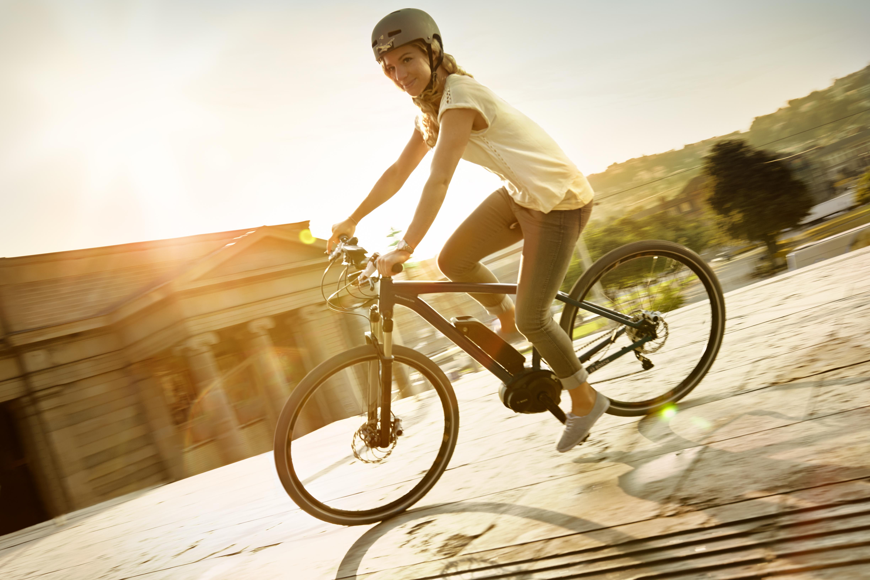 騎乘高速電動自行車就快要強制戴安全帽了