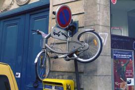 Vélib Vandalism; JCDecaux is Fed Up